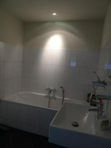 A bathroom at Fantastic&big canalapartment of 135m near center