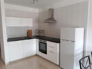 A kitchen or kitchenette at Apartamento Perla
