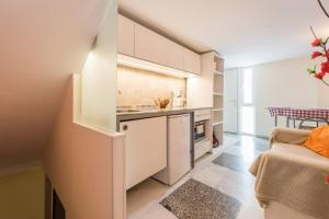 A kitchen or kitchenette at 1.-LATE CHECK IN, PARKING, WIFI WELCOME FOR FREE!