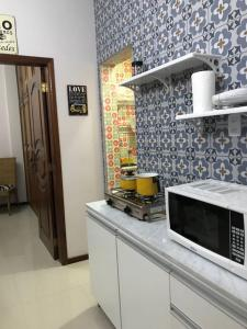 A kitchen or kitchenette at Cool Apartment - Apartamento Legal