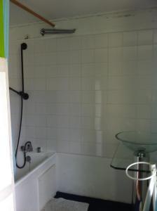 Salle de bains dans l'établissement Gîtes Le Mascaret