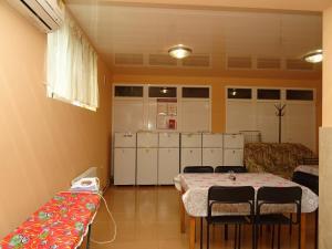 Кухня или мини-кухня в Гостевой дом Камилла