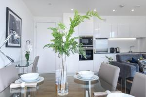 A kitchen or kitchenette at Millharbour Residences