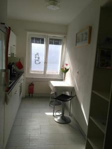 A kitchen or kitchenette at Calm Family Apartment