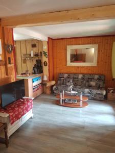 Ein Sitzbereich in der Unterkunft Le Nid Du Caveau