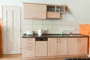 A kitchen or kitchenette at Masi Apartman