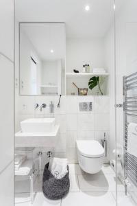 A bathroom at VISIONAPARTMENTS Frankfurt Gutleutstrasse