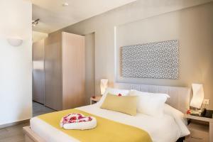 Letto o letti in una camera di Kavos Beach Apartments & Studios