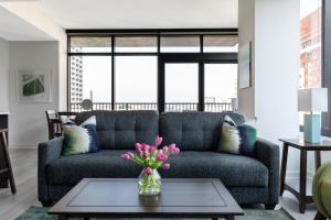 A seating area at Stay Alfred at Lilli Midtown