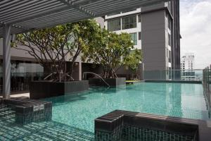 The swimming pool at or near 39 Boulevard Executive Residence