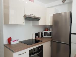 A kitchen or kitchenette at Venus - Marina Baie des Anges