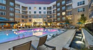 The swimming pool at or near Luxury/Elegant 2 B/room Condo in Heart of Buckhead