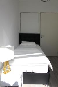 Кровать или кровати в номере MyCityLofts - 4 Bedrooms Apartment