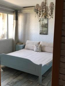 A bed or beds in a room at Jovanna