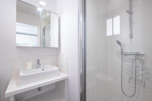 Salle de bains dans l'établissement New! Nice 2 rooms flat in the centre of the city