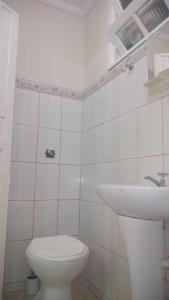 A bathroom at Chalés e Kitnet da Margarida