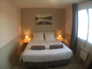 Un ou plusieurs lits dans un hébergement de l'établissement Domaine de la Loge