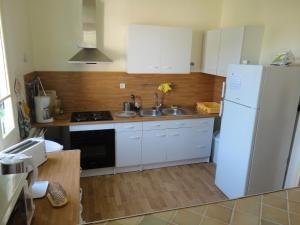 Cuisine ou kitchenette dans l'établissement Belle Vue