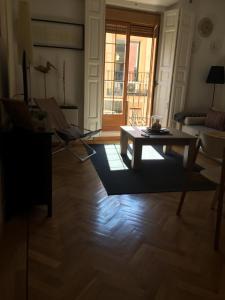 Svetainės erdvė apgyvendinimo įstaigoje Apartamento Escorial 18