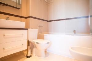 Bathroom sa Playa Dorada Primera Linea