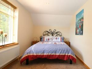 A bed or beds in a room at Tembo's Rest, Sandwich