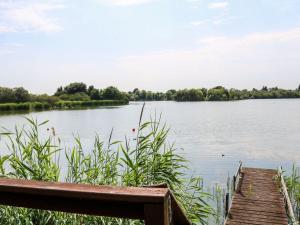 Blick auf einen Fluss in der Nähe des Ferienhauses