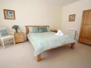 A bed or beds in a room at Tregenna Suite, PENZANCE