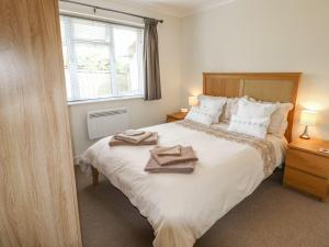 Tempat tidur dalam kamar di Moyo, Ryde