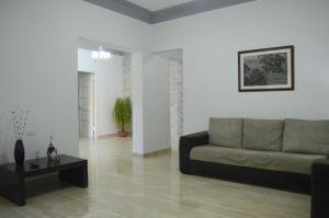 Modern Flat With One Room Near Tropicana