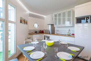 A kitchen or kitchenette at Mily