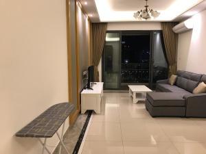 2 Bedroom Apt Princess Cove @ 21 floor