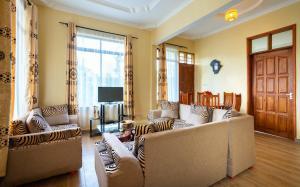 A seating area at Rayan Apartments & Safaris
