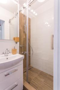 A bathroom at Nordic City Center 2 Rooms Luxury Apartment