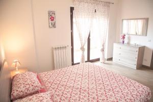 En eller flere senge i et værelse på L'aria di casa