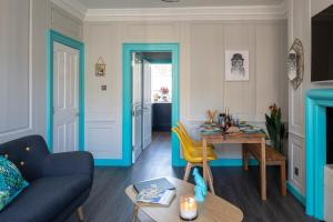 A seating area at Dream Stays Bath - Kingsmead Street