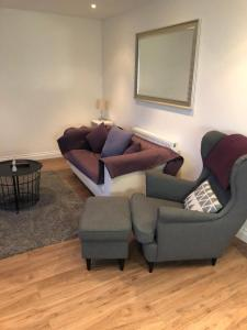 A seating area at Muswell Hill-2 bed/2bath duplex apartment