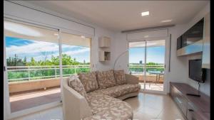 A seating area at Apartaments Cambrils Suite Costa Daurada