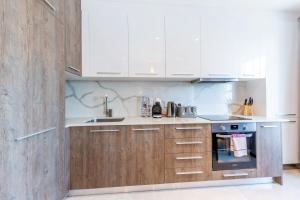 A kitchen or kitchenette at Chic Apartments in the heart of Camden by City Stay London