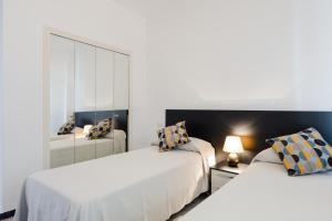 Een bed of bedden in een kamer bij Apartamentos Torrenueva Park