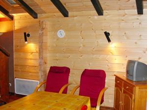 Coin salon dans l'établissement Holiday Home Le Planot