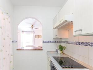 A kitchen or kitchenette at Two-Bedroom Apartment in Estepona