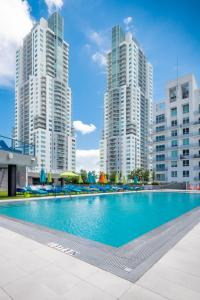 The swimming pool at or near Guild Miami - Downtown