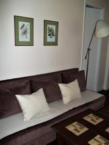 A seating area at Departamento Posadas