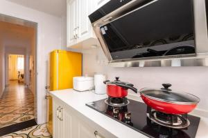 A kitchen or kitchenette at Wuhan Jiangan·Jianghan Road· Locals Apartment 00161850