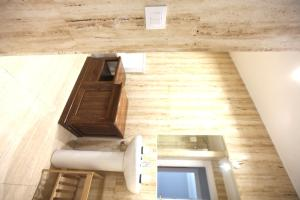 A bathroom at Spacious and renovated in Financial District Habana