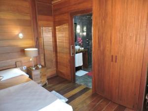 A bathroom at Bois Joli