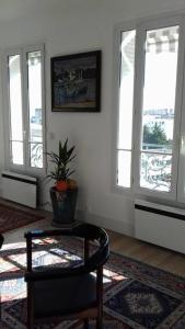A seating area at 17 Avenue de l'Agent Sarre