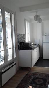 A kitchen or kitchenette at 17 Avenue de l'Agent Sarre