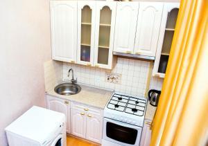 Кухня или мини-кухня в W Apartament Suvorova 15