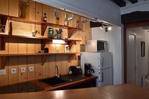 Cuisine ou kitchenette dans l'établissement Grand appartement centre historique
